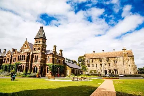 澳洲本科留学四大申请方式