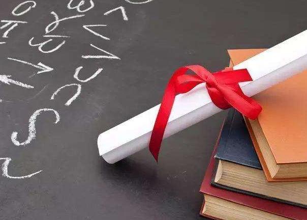 除了成绩,影响美国本科奖学金申请的因素还有哪些?
