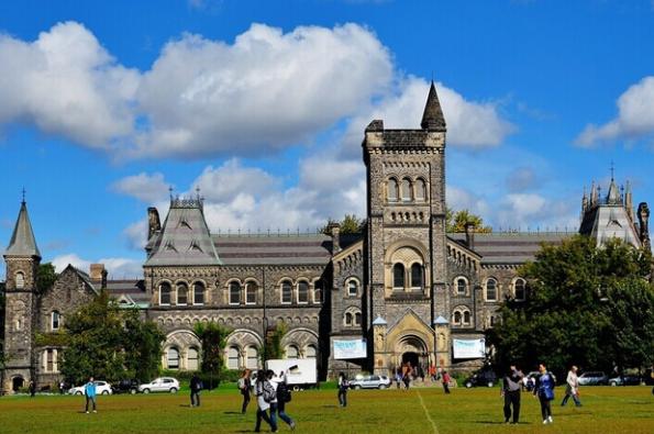 想去加拿大学新闻?这些优质大学推荐给你!