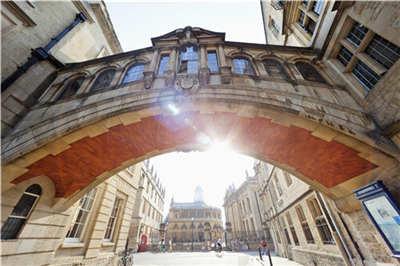 英国留学教育专业,选择英国哪些高校好?