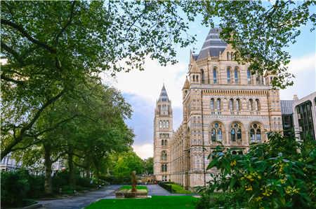 英国留学一年学费需要多少钱?生活费多少钱?